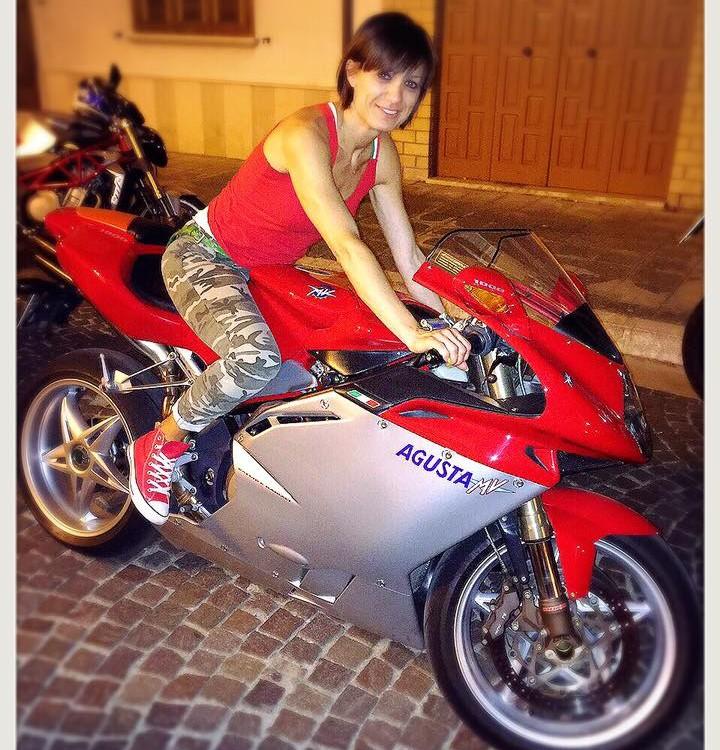 Camilla_ragazze_in_moto