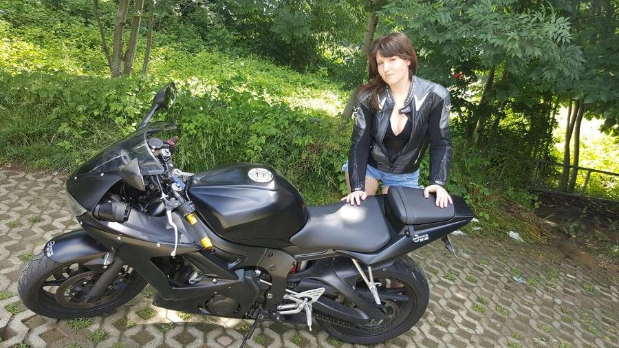 Elise_ragazze_in-moto-mini_concorso