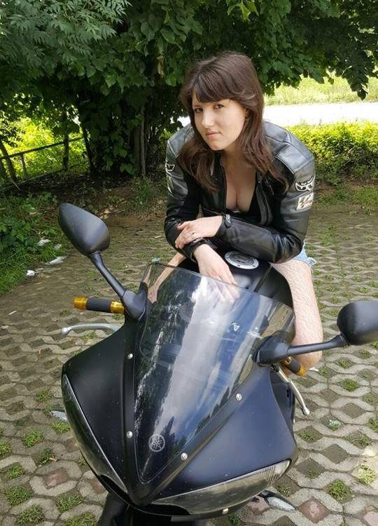 Elise_ragazze_in_moto