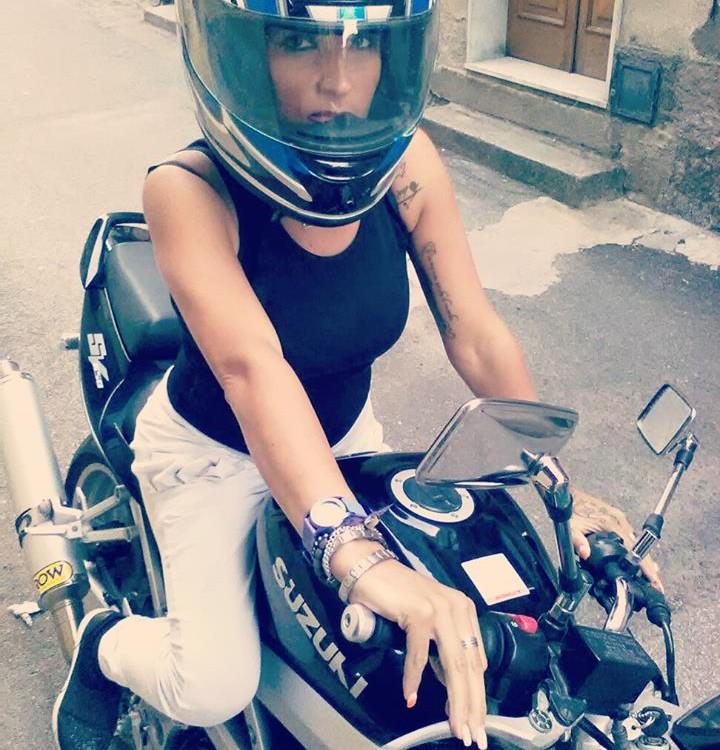 Elly_ragazze_in_moto