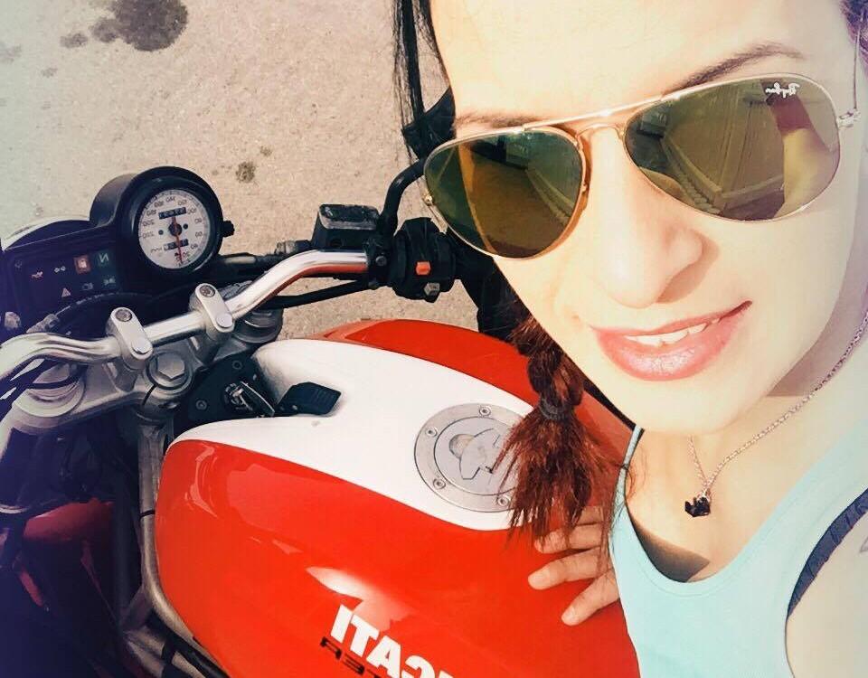 Carmela_ragazze_in_moto