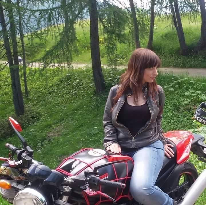 rosa_ragazze_in_moto