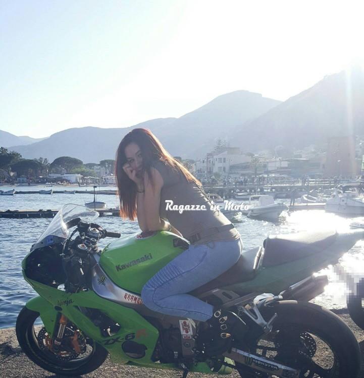 Valentina-ragazze_in_moto