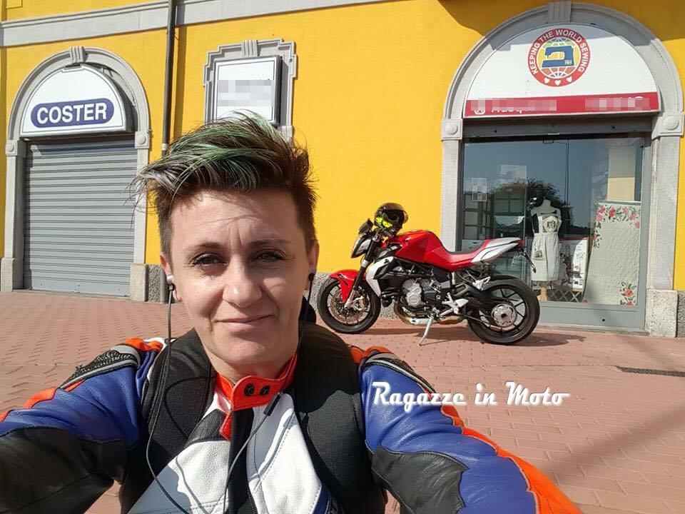 altina_ragazze-in-moto
