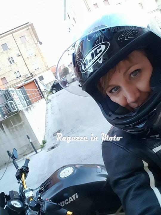 elena__ragazze_in_moto