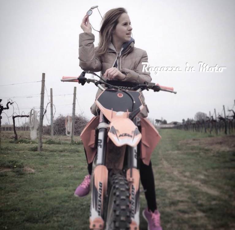 elena_ragazze_in_moto