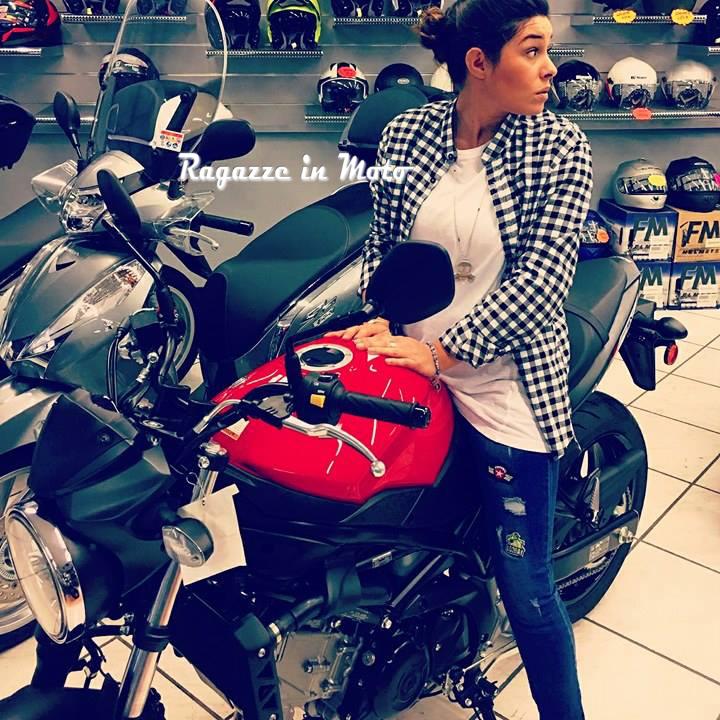 jessyca_ragazze_in-moto