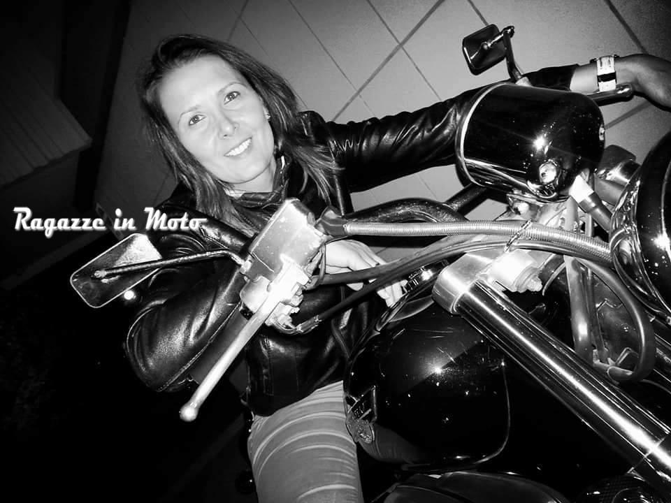 moira_ragazze_in-moto