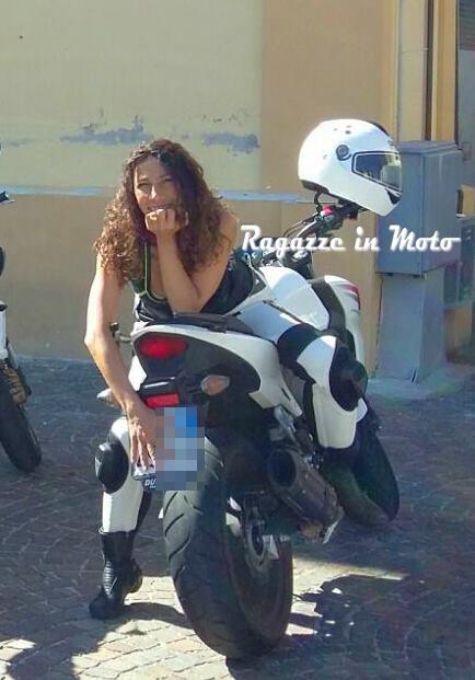 monica_ragazze_in_moto