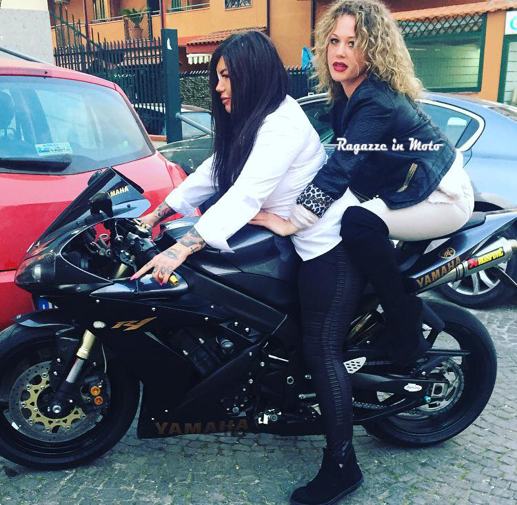 Melania-ragazze_in-moto