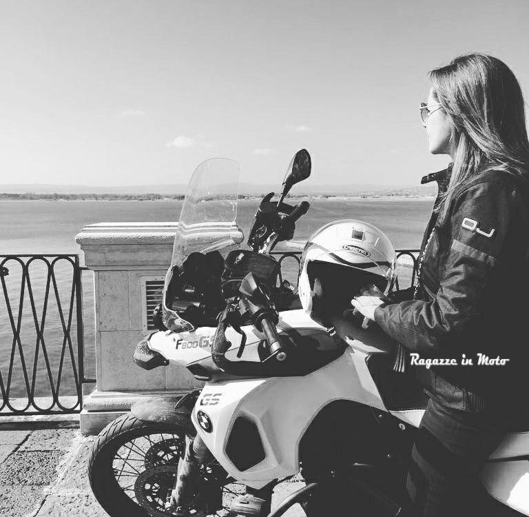 Simona_ragazze_in-moto