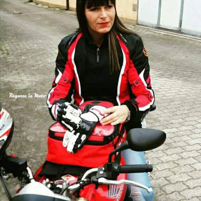 Diana_ragazze_in_moto