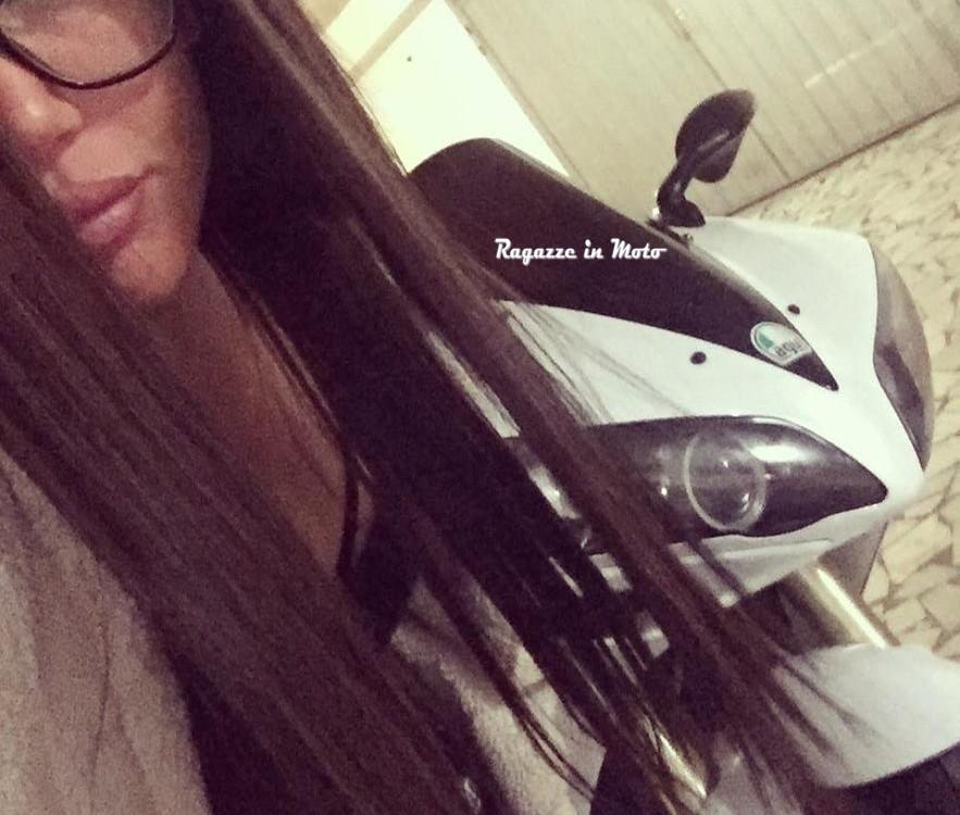 Melania_ragazze_in-moto