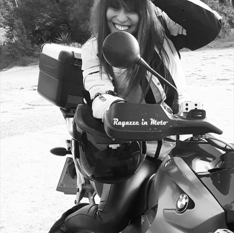 Serena_ragazze_in_moto