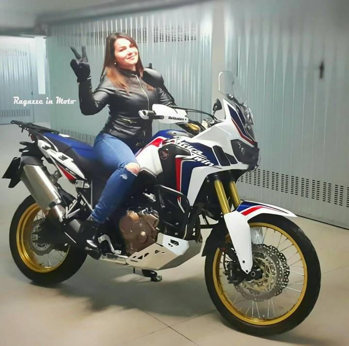 niko_ragazze-in-moto