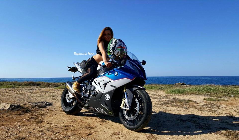 arianna_ragazze-in_moto