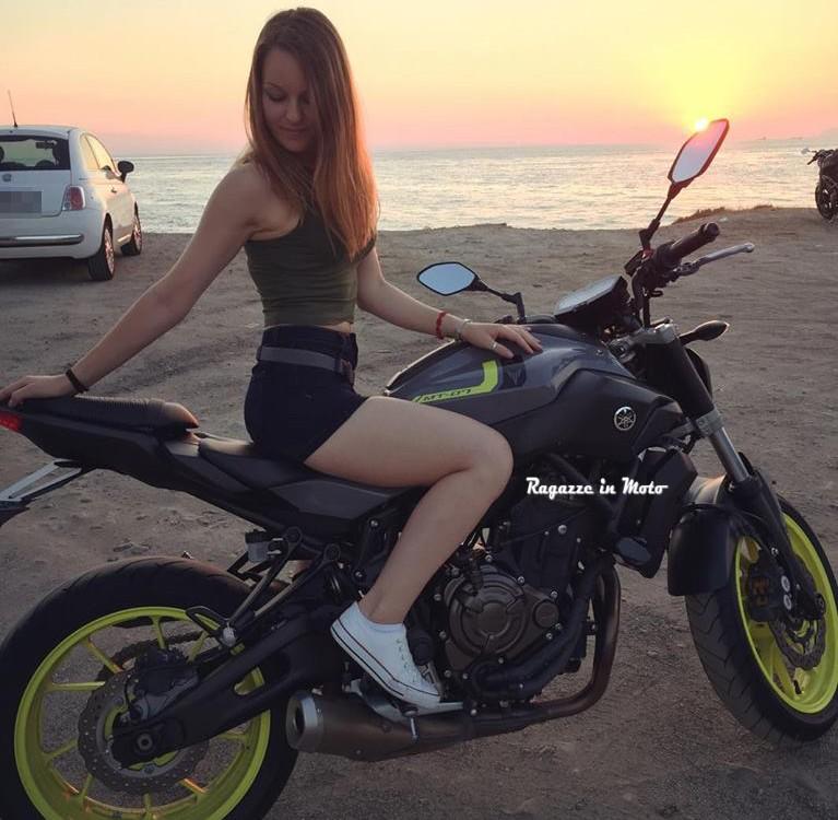 anastasia_ragazze_in_moto