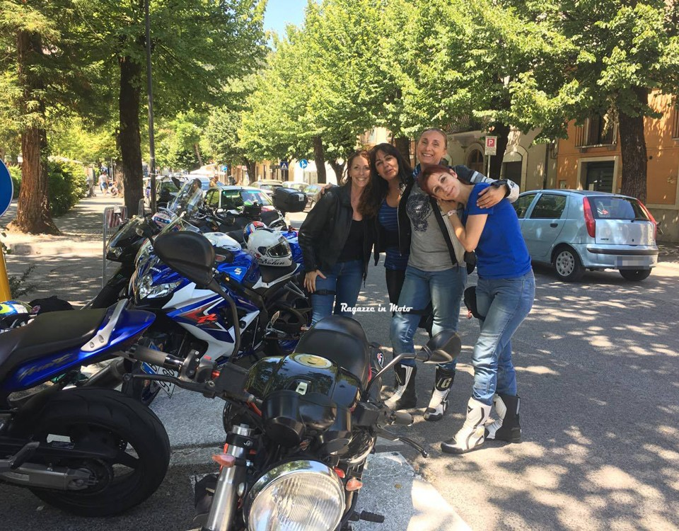 silvia_stefania_antonella_daniela-ragazze_in_moto