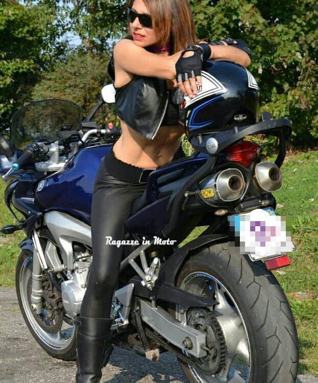carmen_ragazze_in-moto