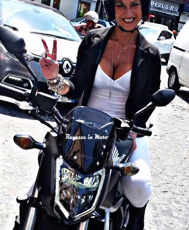 rachele_ragazze-in-moto