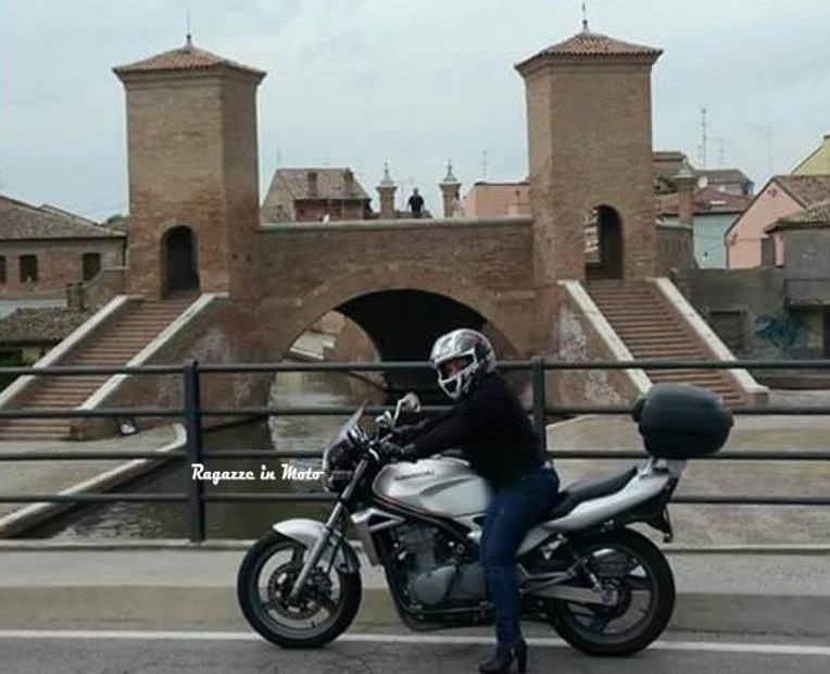 lara_ragazze-in-moto