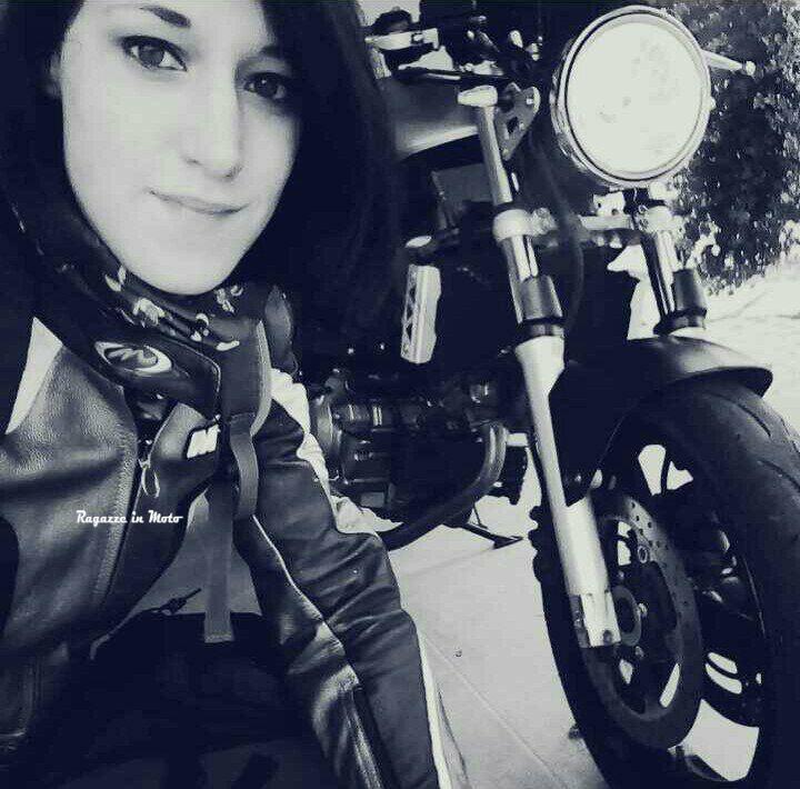 laura_ragazze_in_moto