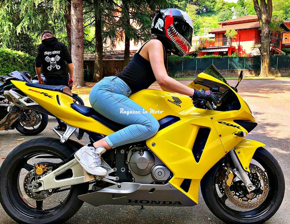 ashley_ragazze_in-moto