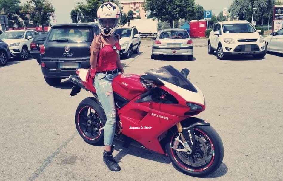 flavia_ragazze_in-moto
