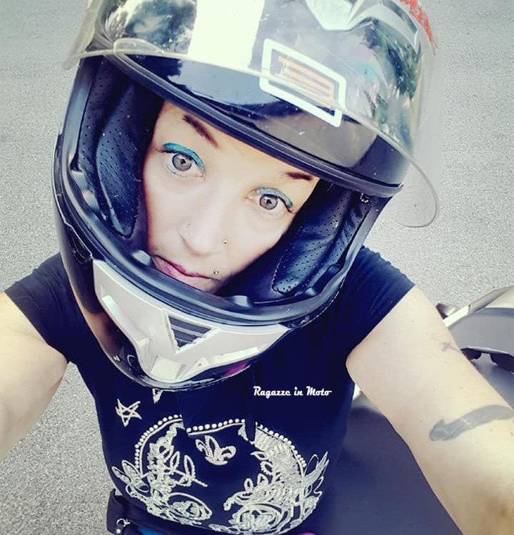 flora_ragazze_in-moto
