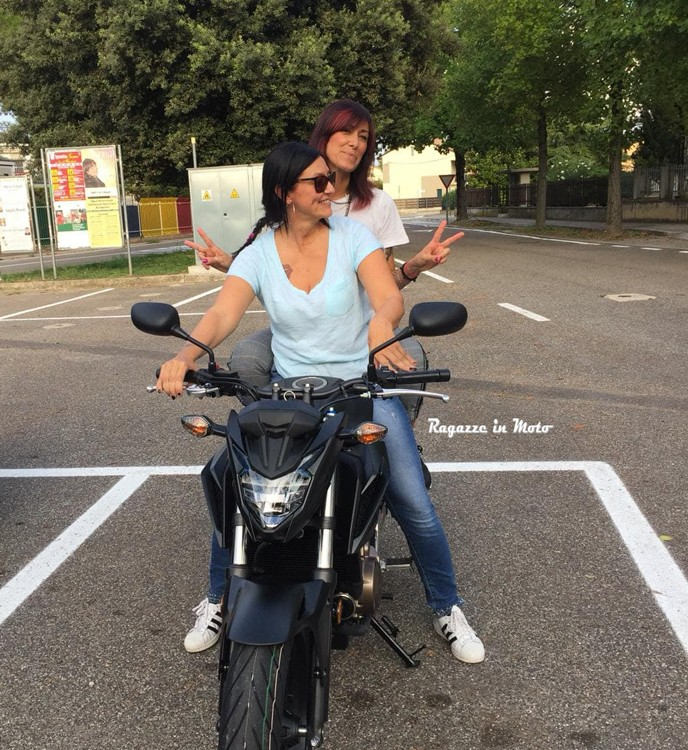 monica_ragazze_in-moto