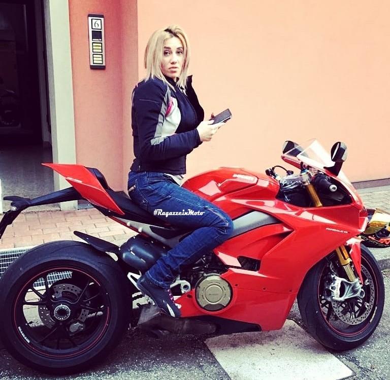 catalina_ragazze_in_moto