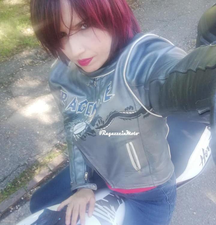 elisa_ragazze-in-moto