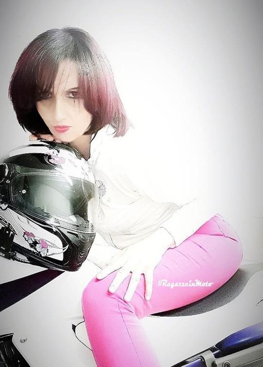 elisa_ragazze_in-moto
