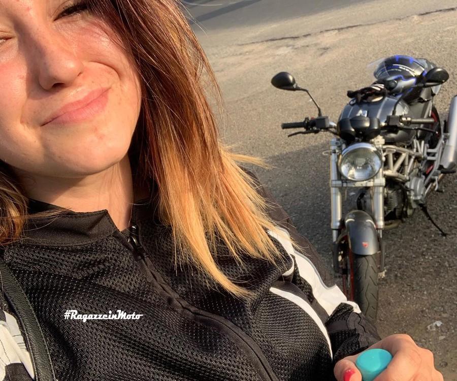 chiara_ragazze_in-moto