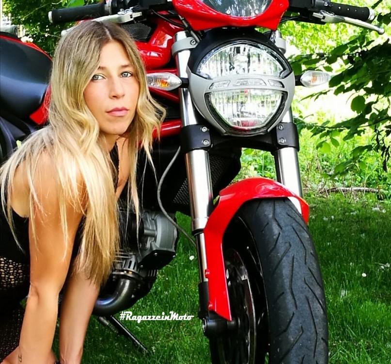 lisa_ragazze-in_moto