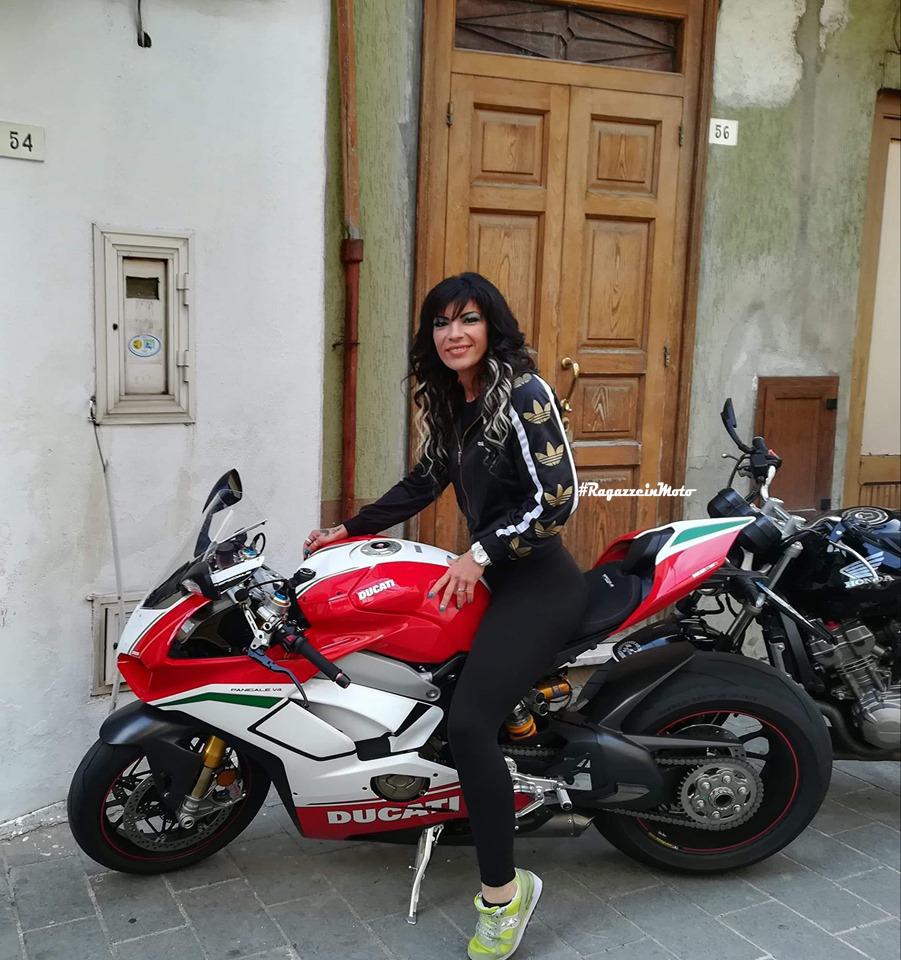 maria_luisa_ragazze_in_moto