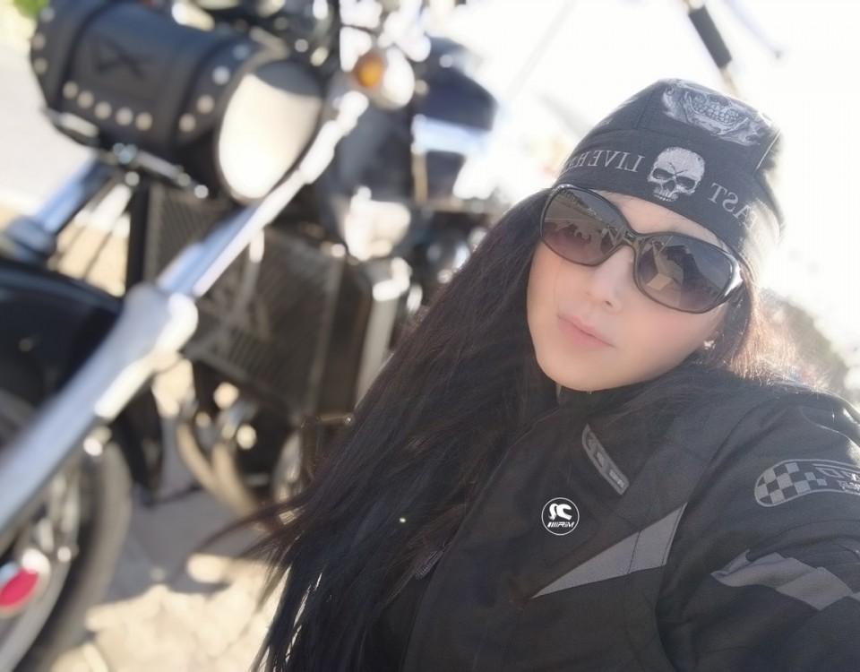 anna_ragazze_in-moto
