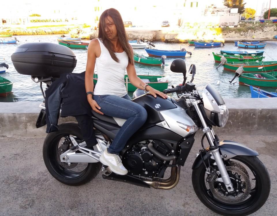alma_ragazze_in_moto