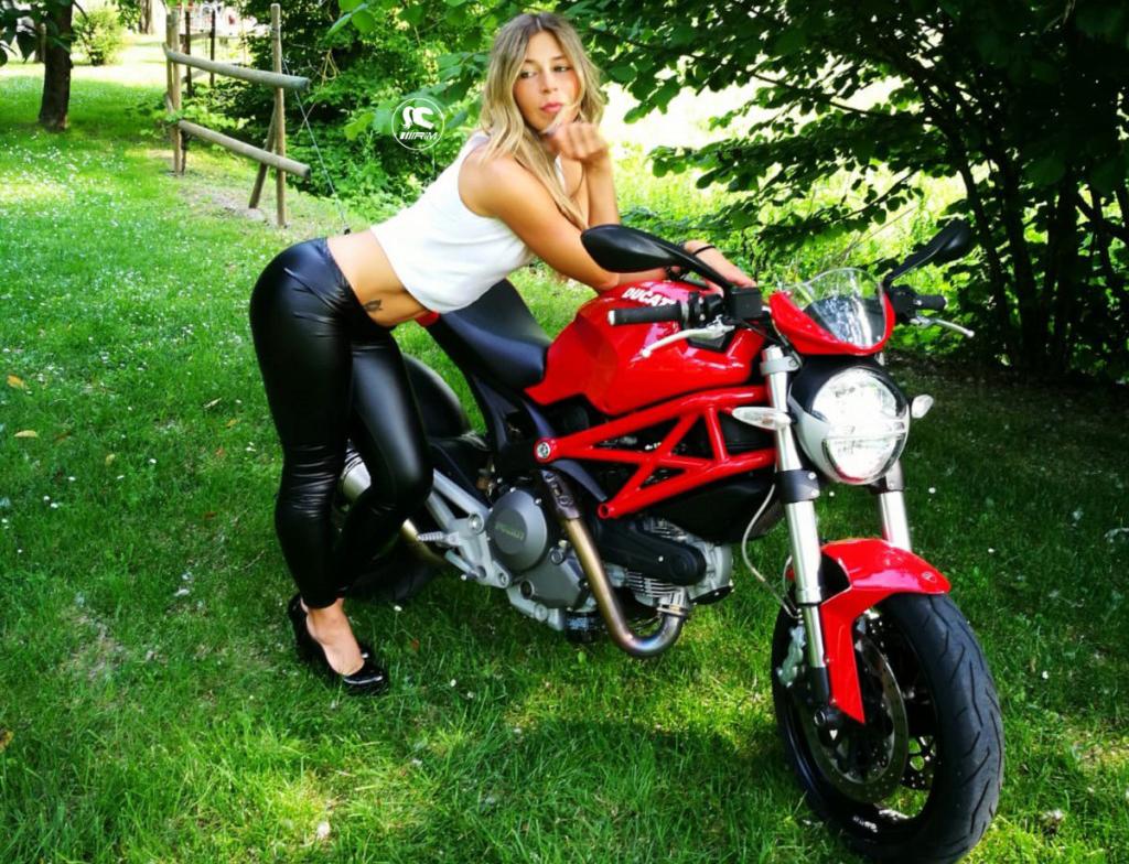 lisa_ragazze_in_moto-3