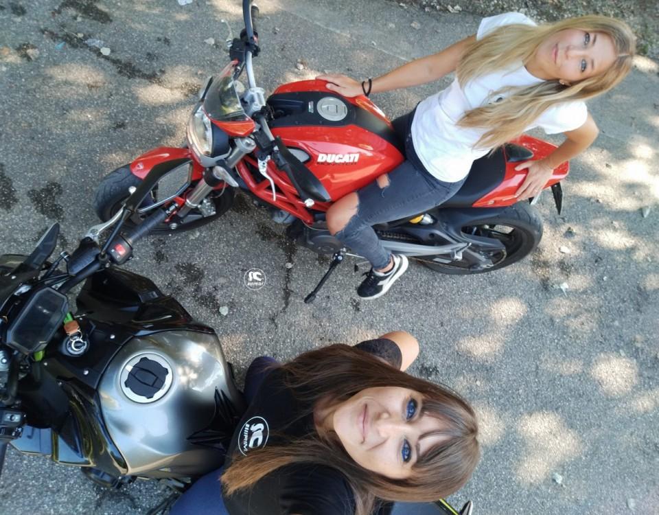 lisa_sara_ragazze_in_moto-