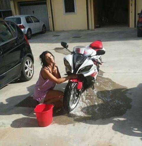 angy_ragazze_in-moto